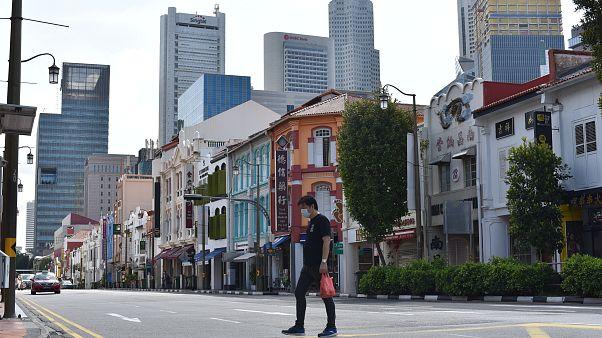 لإشباع رغبة جنسية.. لص يخرق قواعد الإغلاق بسنغافورة  ليسرق ملابس داخلية