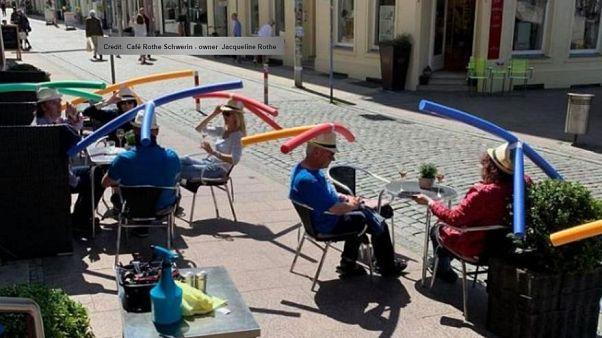 مقهى في ألمانيا يبتكر طريقة طريفة للإبقاء على مسافة التباعد الاجتماعي