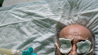 Dans un hôpital d'Ukraine, plongée dans la guerre de tranchées du coronavirus