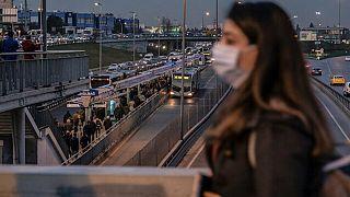 Türkiye'de Covid-19 nedeniyle 28 kişi daha yaşamını yitirdi, bin 22 yeni vaka tespit edildi