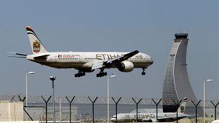 Birleşik Arap Emirlikleri diplomatik ilişkisi bulunmadığı İsrail'e ilk ticari uçuşu gerçekleştiriyor