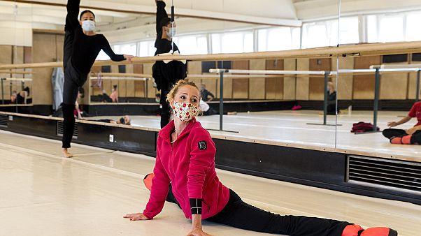 No comment: kezdődnek a balettpróbák Franciaországban