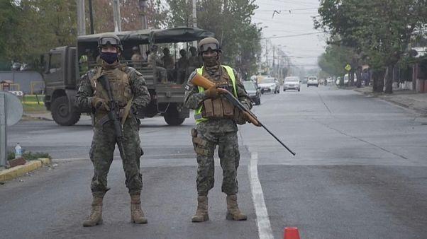 Soldaten patrouillieren nach Unruhen in El Bosque