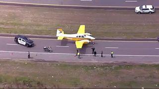 Atterrissage d'urgence d'un avion sur une autoroute aux Etats-Unis