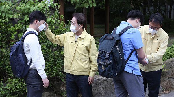 بازگشت دانشاموزان کره جنوبی به مدرسه