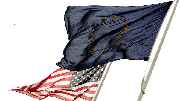 پرچمهای اتحادیه اروپا و آمریکا