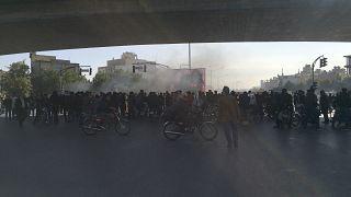 معترضان به افزایش قیمت بنزین در ایران- آبان ۱۳۹۸