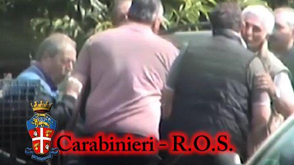 Archives : vidéo réalisée par le corps d'armée des Carabinieri le 18 novembre 2014, montrant une réunion de chefs de la mafia calabraise