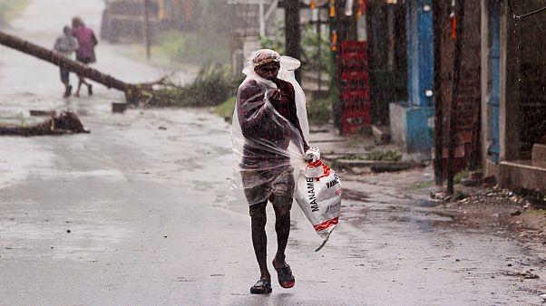 """L'Inde et le Bangladesh face au """"super-cyclone"""" en pleine pandémie de Covid-19"""