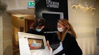 Kicsomagolják Picasso Nature morte c. csendéletét a párizsi gálára