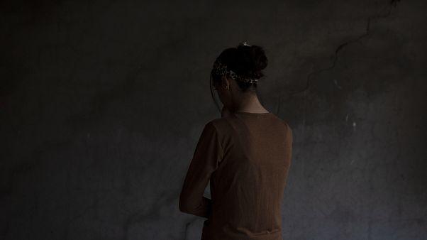 IŞİD militanlarınca kaçırılan ve seks kölesi olarak kullanılan Ezidi kadın. Bir zamanlar Bağdadi'nin yanında tutulmuş ardından Bağdadi tarafından birine 'hediye' edilmişti