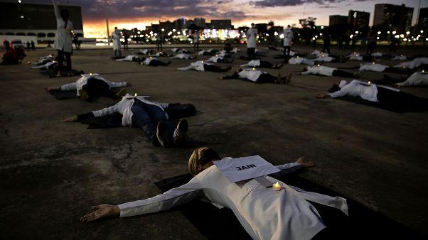 Egészségügyi dolgozók tiltakozása Jair Bolsonaro brazil elnök ellen