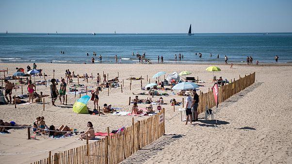 La plage de la Grande-Motte aménagée pour faire respecter les règles de distanciation physique