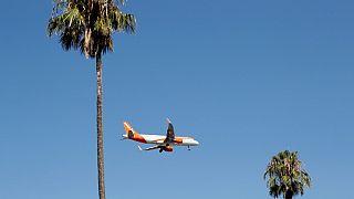 Un aereo Easyjet nei cieli portoghesi, estate 2019