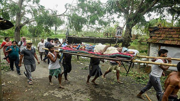 نقل جرحى إعصار أمبان