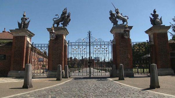 Опустевшие дворцы ждут посетителей