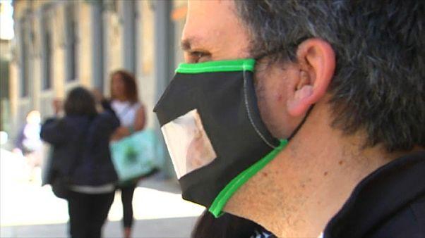 Covid-19: Schutzmasken mit Sichtfenster - für gehörlose Lippenleser
