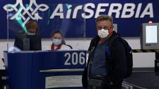 Szene am Flughafen in Belgrad.