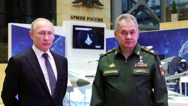 الرئيس الروسي فلاديمير بوتين ووزير الدفاع الروسي سيرغي شويغو، موسكو، 24 ديسمبر 2019.