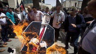 Filistinliler İsrail'in ilhak planını destekleyen ABD'yi protesto ediyor