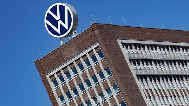 A Volkswagen irodaháza a cég székhelyén, Wolfsburgban 2020. április 27-én