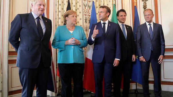 Boris Johnson, Angela Merkel, Emmanuel Macron, Giuseppe Conte és Donald Tusk, az Európai Tanács akkori elnöke 2019-ben
