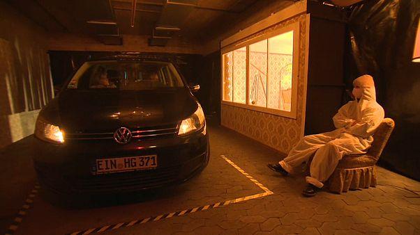 En Allemagne, un théâtre joue une pièce dans son parking souterrain