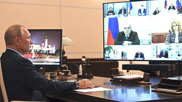 Владимир Путин во время совещания.