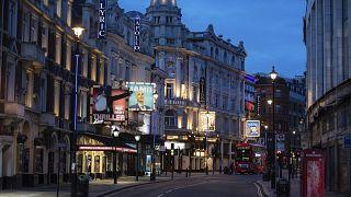Katasztrófa küszöbén a brit színházi világ