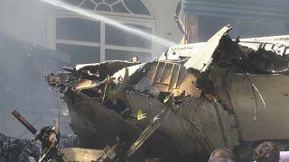 Πακιστάν: Δεκάδες νεκροί και δύο επιζώντες από πτώση αεροσκάφους