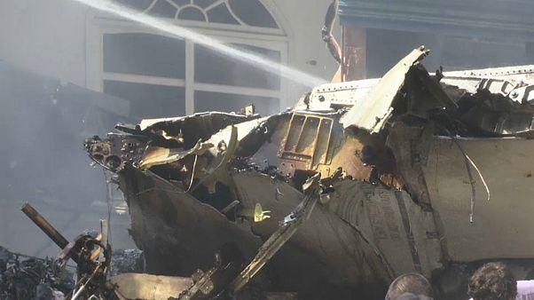 El A-320 cayó sobre una barriada