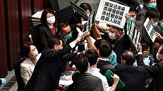 Diputados favorables a la democracia de Hong Kong bloqueados por la seguridad