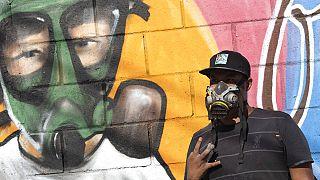 Бразильский художник граффити чествует медиков