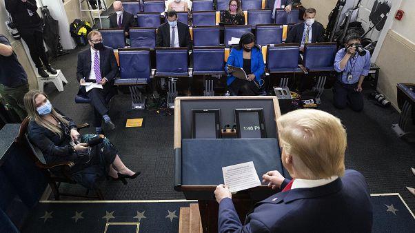 Donald Trump exige reabertura dos locais de culto