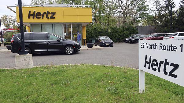 مكتب شركة هيرتز لتأجير السيارات يغلق أبوابه في نيوجيرسي بسبب وباء كورونا. 06/05/2020