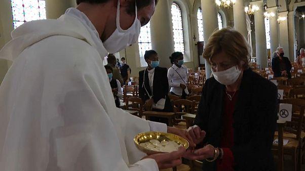 Francia inicia la desescalada en templos y ayuntamientos