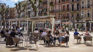 Посетители кафе в Таррагоне 11 мая 2020