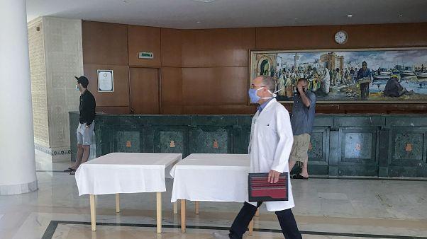 المدير الجهوي للصحة في المهدية يتفقد احد الفنادق في المدينة - 2020/05/22