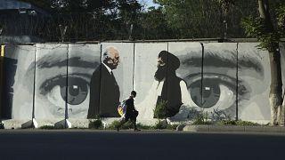 گرافیتی توافق طالبان با ایالات متحده آمریکا در کابل
