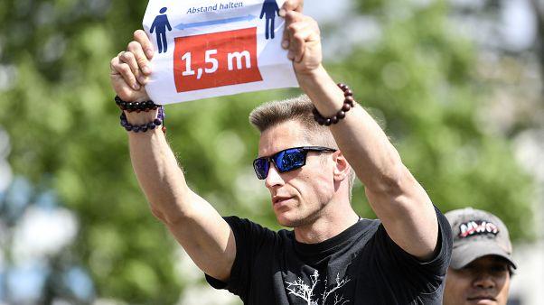 Karanténellenes tüntető Kölnben 2020. május 23-án