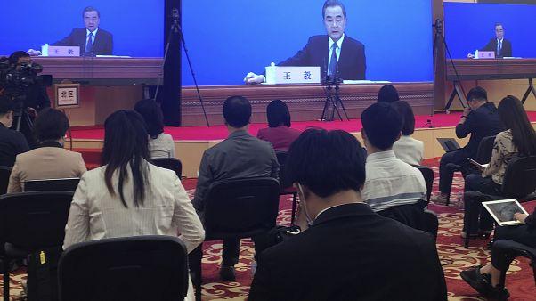 Chinas Außenminister Wang Yi am Sonntag vor Journalisten in Peking.