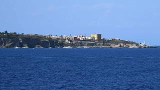 Archive : côte de l'île de Ventotene en Italie, le 22 août 2016.