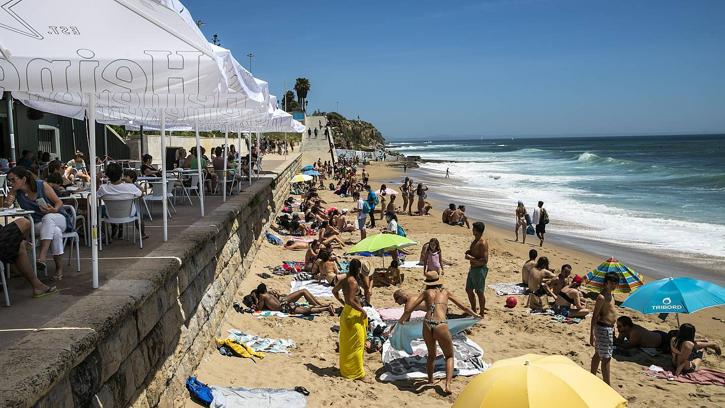 Crowds Flock To Portugal S Beaches As Government Eases Coronavirus Restrictions Euronews