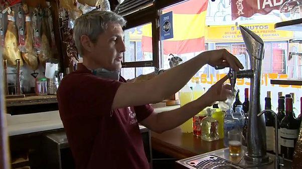 Un bar en Madrid abre al público con medidas de seguridad e higiene