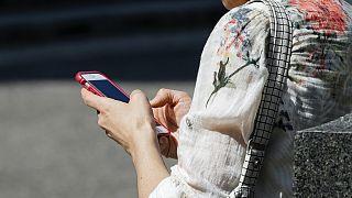 Sokağa çıkma yasağı uygulanan Türkiye'de Ramazan Bayramı'nın ilk saatlerinde cep telefonu operatörleri çöktü
