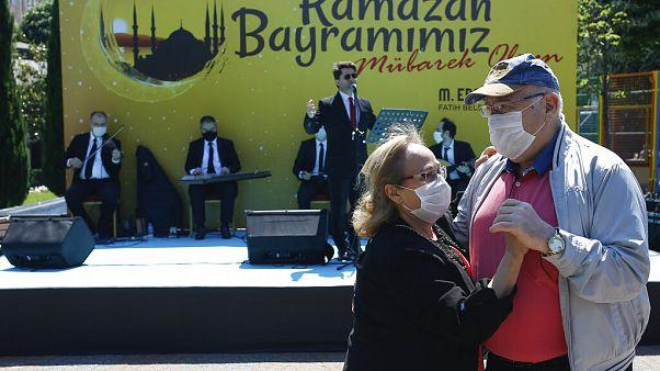 رقص و آواز عید فطر در ایام کرونا در ترکیه