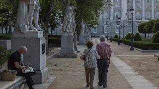 Ηλικιωμένο ζευγάρι σε πάρκο της Μαδρίτης