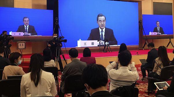 """Pekin: Amerika Birleşik Devletleri Çin'i yeni bir soğuk savaş'ın eşiğine sürüklüyor"""""""