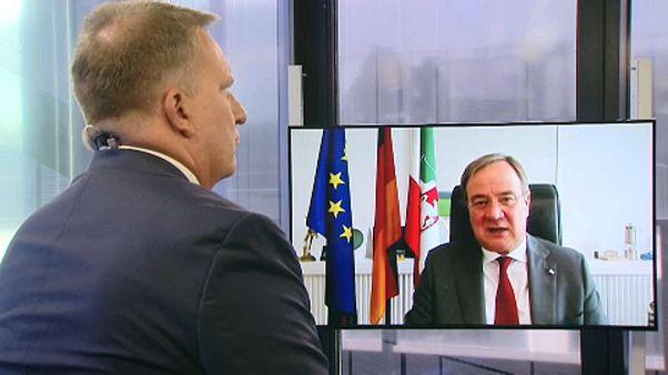 NRW-Ministerpräsident Armin Laschet im Gespräch mit Brüssel-Korrespondent Stefan Grobe