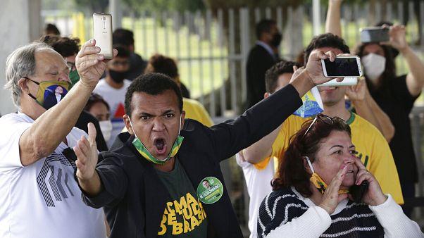 Amor y odio a Bolsonaro en Brasil cuando el pais supera las 22.600 muertes por coronavirus